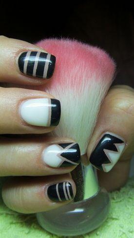 Black+and+white+nails+with+lines+by+Valkira+-+Nail+Art+Gallery+nailartgallery.nailsmag.com+by+Nails+Magazine+www.nailsmag.com+%23nailart