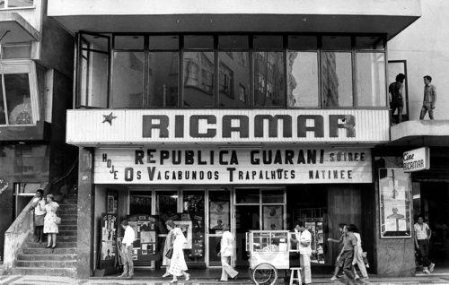 Fotos antigas do Rio de Janeiro - Page 122 - SkyscraperCity  Av. N. Senhora de Copacabana (Cinema Ricamar) - 1982