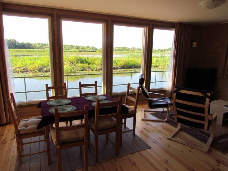Kormorán úszóház: a hatalmas ablakok egyenesen a tóra néznek. #Tiszató luximuxi