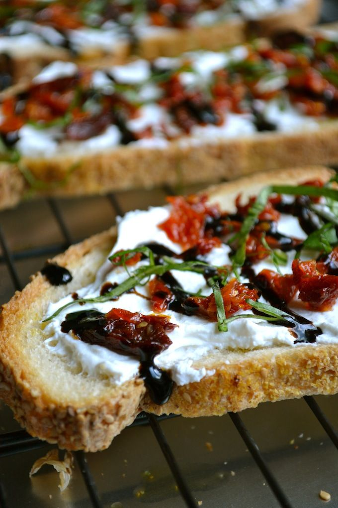 These are some of my favorite flavaaas. Do you like bread? Oh how I love bread. I don't eat a ton of it, but when I do, I enjoy every last bite. Bread with butter? Bread with olive oil and parm? Br...