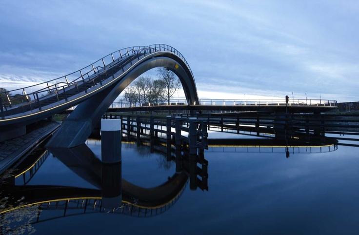Melkwegbrug / MelkwegBridge | Architects: NEXT Architects | Location: Purmerend, The Netherlands | Photographs: Jeroen Musch, NEXT Architects