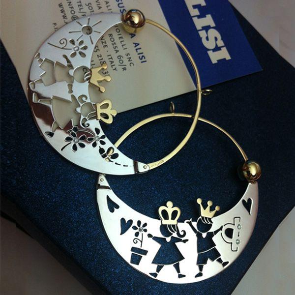 Orecchini in argento e oro giallo, con l'aggiunta di qualche brillantino.