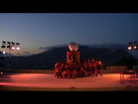 """La storia dell'incontro con il gigante Polifemo' la morte dei compagni dell'eroe divorati dal mostro' l'audace e astuta impresa dell'accecamento rivivono sulla scena euripidea in quella sorta di """"opera buffa"""" che è il dramma satiresco' di cui il Ciclope è la sola testimonianza pervenuta a noi per intero. Messo in scena da MDA PRODUZIONI Lab.TEATRO DEI TERRITORI, in cooproduzione con Teatri di Pietra con EUGENIO DURA, RAFFAELE GANGALE, ERNESTO LAMA e SEBASTIANO TRINGALI"""