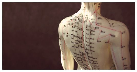 A natural alternative to acupuncture, using magnetic cups over the acupuncture points combines the benefits of acupuncture and cupping along with the healing powers of magnets, which have proven to stimulate electrical currents throughout the body. #MagneticCupping