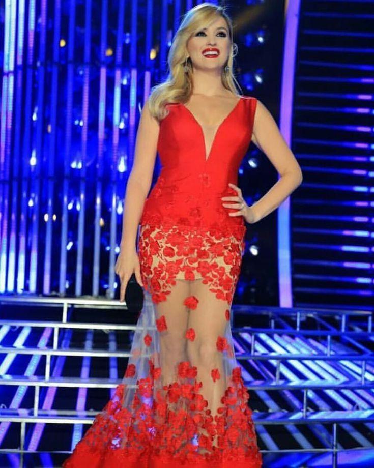 #dresses#red#reddress#redlipstick#fashion#alketavejsiu#classbyalketavejsiu#classmakeup #beautifulgirls#girls#beauty#elegance#blondehair#blondegirls##m