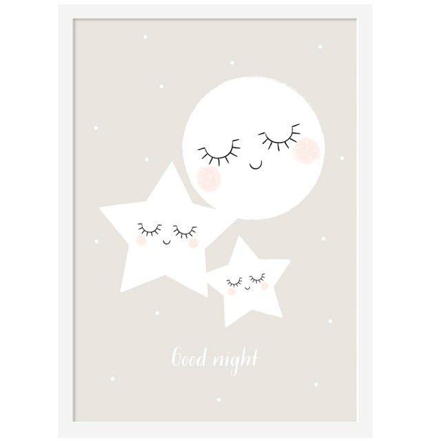 <p>AfficheGood night imprimée sur du papier mat 170 grammes avec le ravissant dessin d'une lune et deux étoiles entrain de dormir, design Zü. Pour décorer votre chambre ou celle de votre enfant ! On aime la douceur qui se dégage de ce dessin.</p>