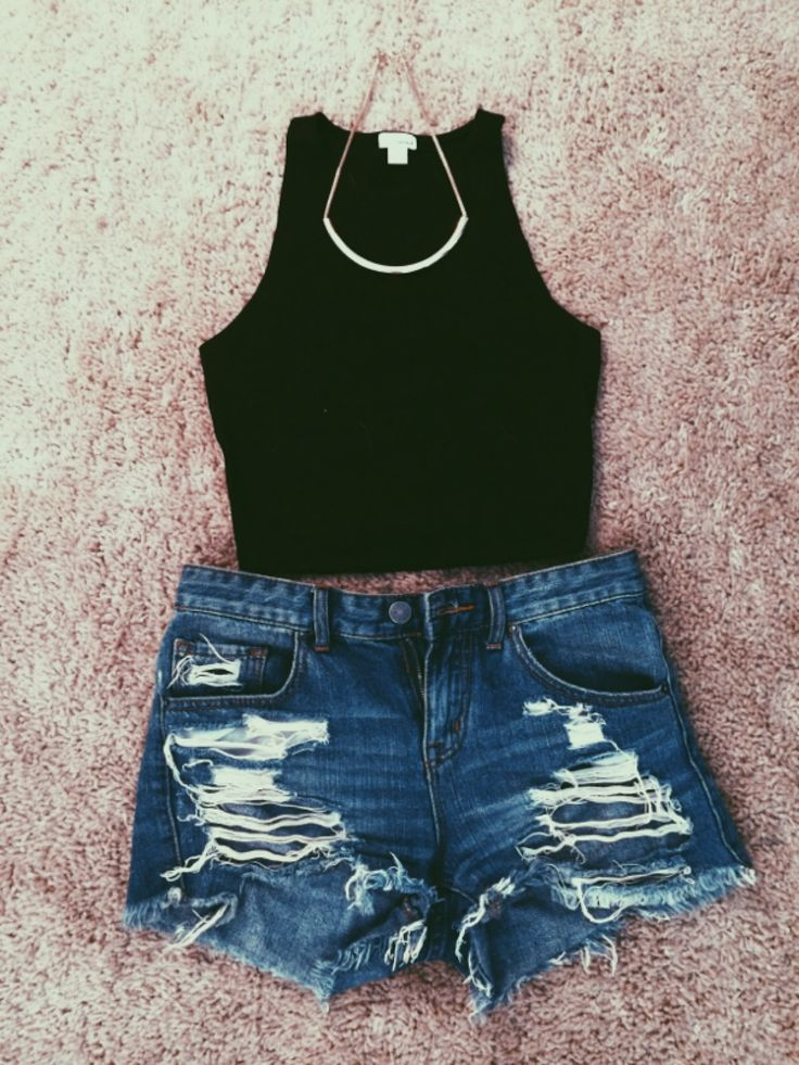 This would make the perfect concert/festival outfit. Statement necklace, crop top, & high waisted shorts