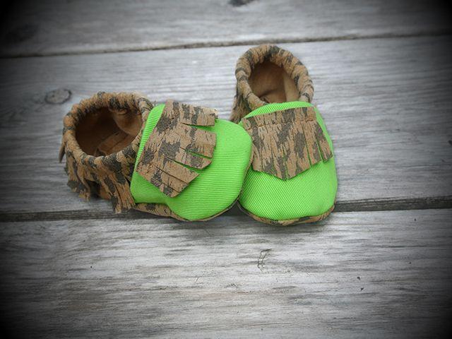 Tomahawks - The Wild in neon green
