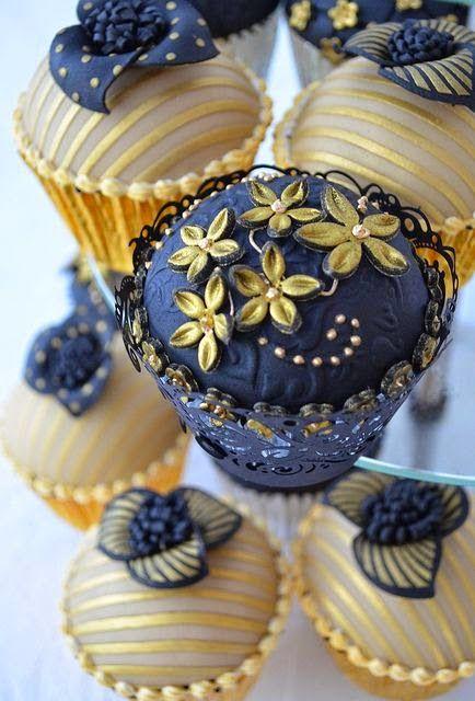 cupcakes decorados, cupcakes para casamentos, cupcakes para festas, decoração para cupcakes, doces de festa, doces de casamento, cupcakes com pasta americana, cupcakes com glacê, cupcakes com flores, cupcakes com pérolas laços pássaros flores pintados