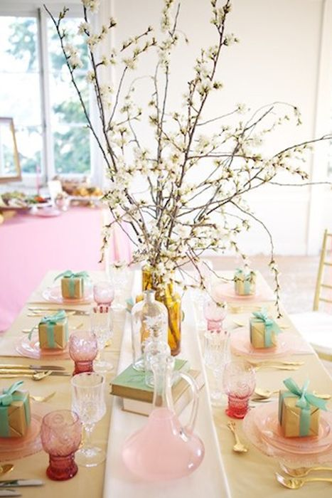 We love the vintage depression glass used in this lovely table setting. See more ..@intimatewedding #depressionglass #tablesetting