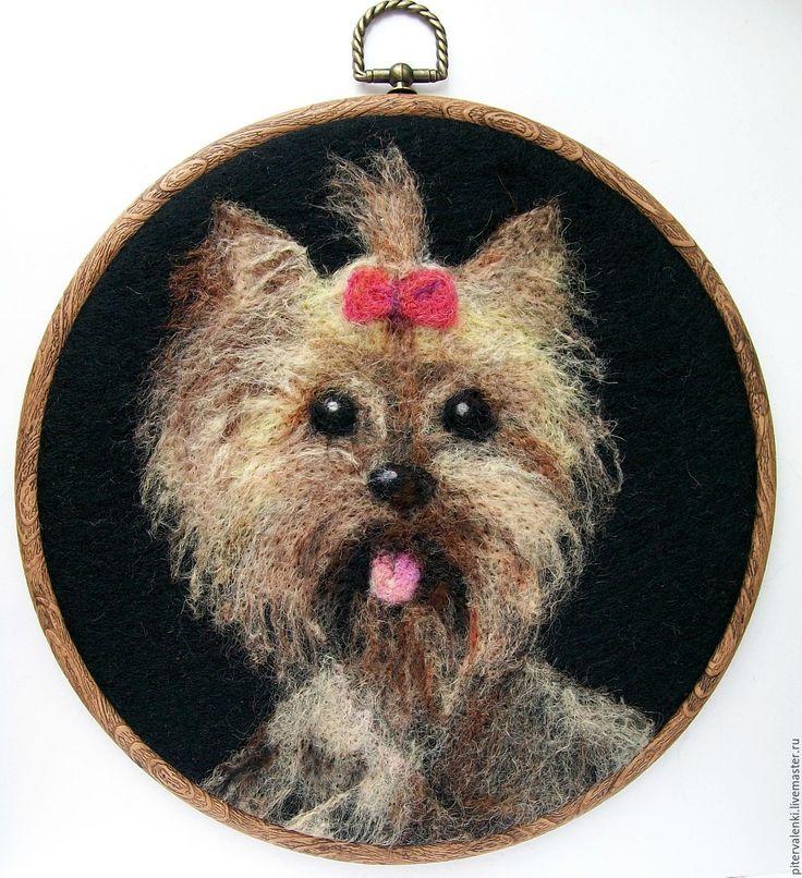Купить или заказать Картина , собака  йоркширский терьер, валяная в интернет-магазине на Ярмарке Мастеров. Картина собаки породы йоркширский терьер Изготовлено из шерсти методом сухого валяния на войлоке. Картина не требует специального ухода. Достаточно периодически сметать мягкой метелкой пыль с поверхности картины. Картина собаки может быть выполнено по фото и будет долгие годы украшать дом и напоминать о любимце. Портрет собаки ( или любого другого животного, птицы, рыб, змей) может быть…