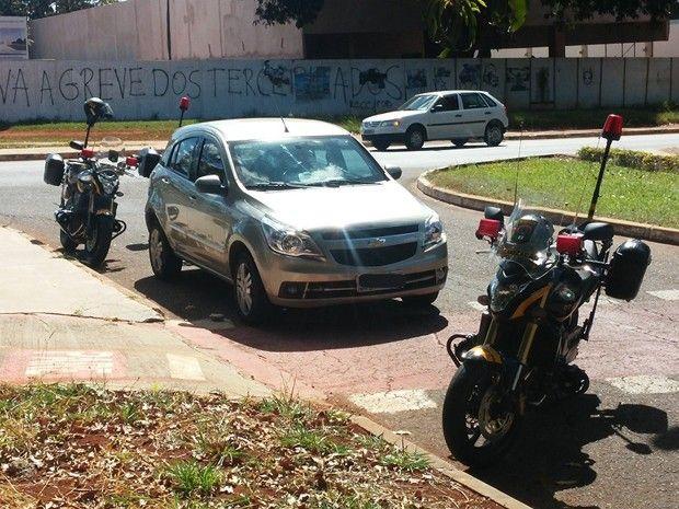 Detran apreende carro com R$ 20 mil em multas na L3 Norte, em Brasília +http://brml.co/1ej0Ym2