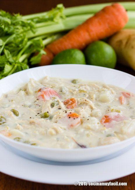 Sopa cremosa de pollo con vegetales. Receta | Cocina Muy Fácil | http://cocinamuyfacil.com