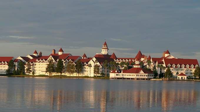 """Der Reiz des """"Grand Floridian Resort & Spa"""" und vieler anderer Ferienanlagen in Florida liegt in seiner Lage am Wasser."""