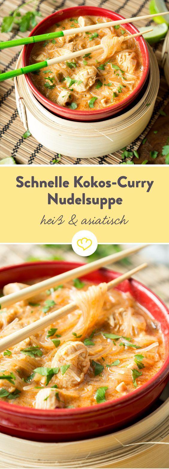 Hähnchen mit roter Currypaste und Gewürzen anbraten, mit Kokosmilch und…