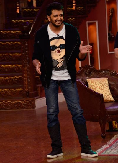 Riteish Deshmukh was cool in a tee shirts with jacket and denim