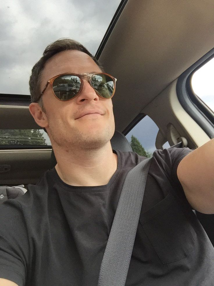 Tahmoh Penikett ‏@TahmohPenikett   Yes,my shades are crooked&I'm in the car,BUT this is in fact a selfie! I'll do better next time, I promise!