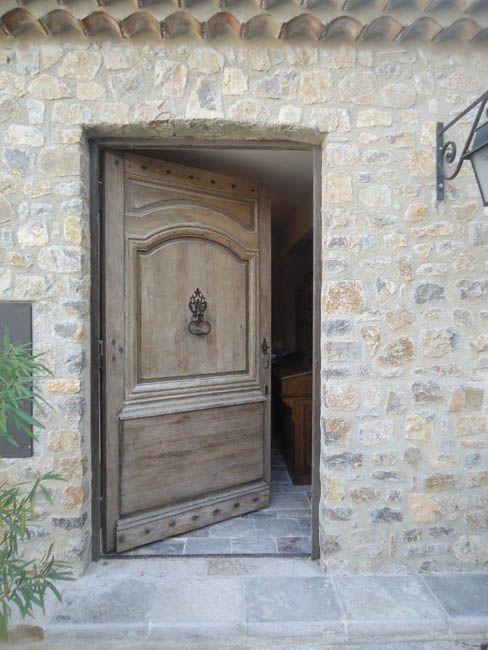 Porte d'entrée ancienne en chêne