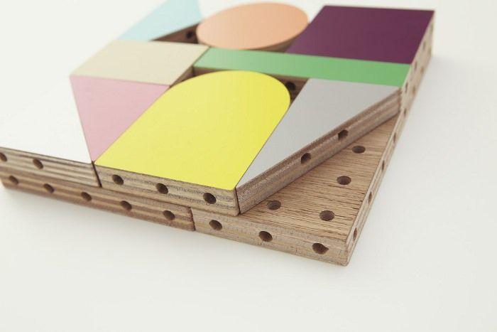 Le studio de design japonais Ichiro Design, composé de Koichi Suzuno et Shinya Kamuro nous présente Dowel blocks, jeu de construction coloré pour plus ou m