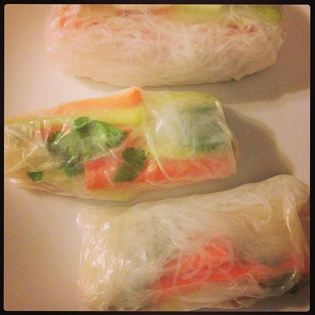 Chicken & vegetable rice paper rolls (with cucumber, carrot, vermicelli & coriander)