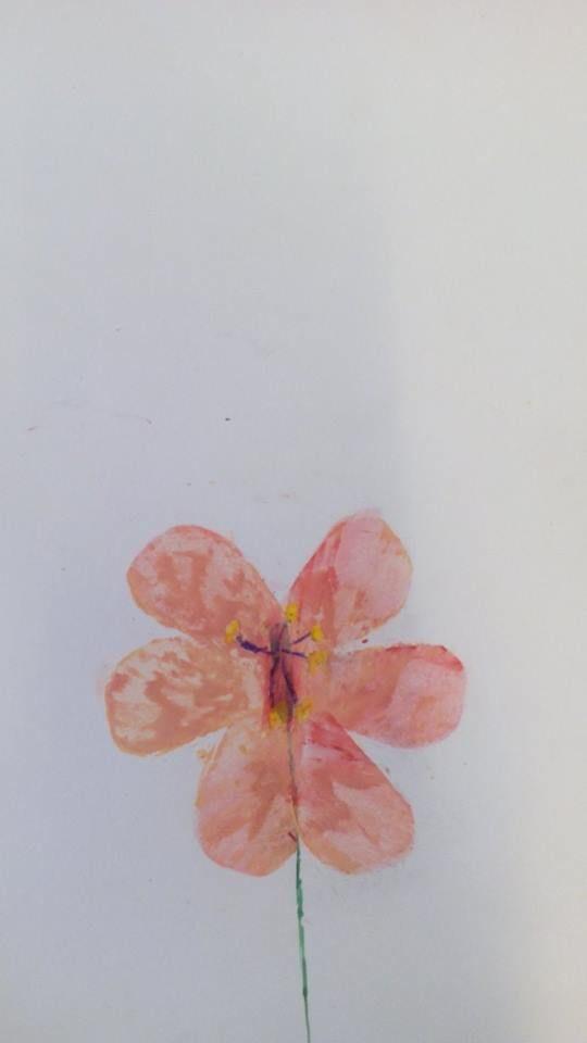 benodigdheden: vetkrijt, kroontjespen, ecoline en echte bloemen.  De kinderen bekijken eerst hun eigen bloem aandachtig en beschrijven deze. daarna gaan ze aan de slag. van papier maken ze sjabloontjes en hierdoor kunnen ze de blaadjes van de bloem maken.