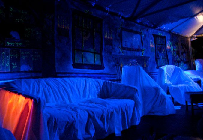 what an amazing idea for lighting and decorating for a halloween party!  so simple, and you can keep your furniture clean too!!!