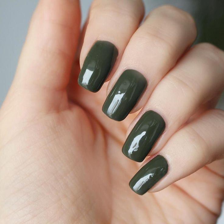 Pamiętacie że jeszcze przez dwa tygodnie trwa rozdanie zestawu startowego Semilac? Szczegóły w linku na profilu. Wracając do dzisiejszego zdjęcia ta zjawiskowa zieleń to Army Green właśnie z @semilac ________________ #paznokcie #paznokciehybrydowe #semilac #jesien #czerwony #red #nails2inspire #lakierhybrydowy #polskadziewczyna #lakier #hybrydy #blogerka #pazurki #zdobienie #naturalnepaznokcie #polecam #blogerkakosmetyczna #blogerkalakierowa #maluje #lakieryhybrydowe #semilove #styl…