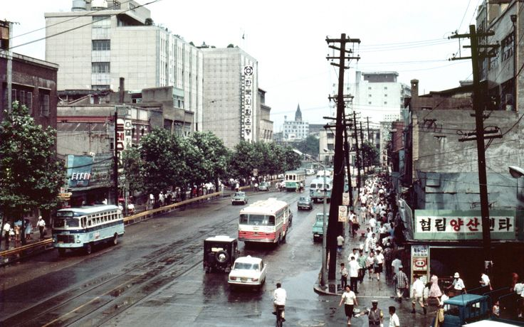 Seoul 서울 1968-08-07 남대문로 南大門路 – 68D08-0722   by Pal Meir, Flickr [note total lack of vehicles]