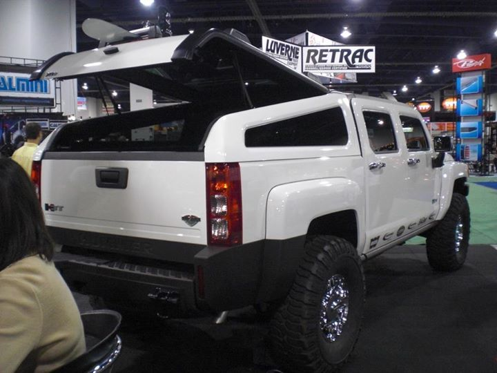 Hummer Shell Is Sleek - A slant back shell makes room for your recreational gear without looking like grandpa's old truck. Instead, the sleek design looks like a natural extension of the cab. The Snugtop cap fits the 2009 and 2010 Hummer H3T crew cab.