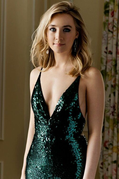 Actress Saoirse Ronan in green glitter.