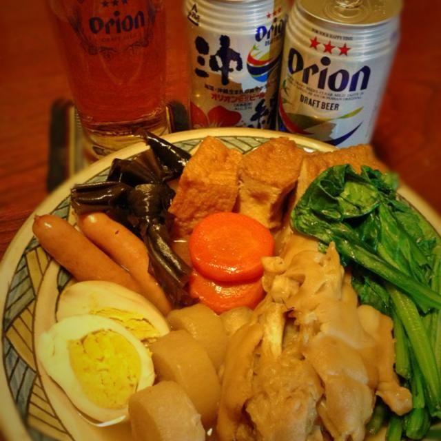 すごーく寒いですね! 今日は沖縄おでんです 煮込むほどにいい香りになってきま 熱々おでんと冷えたオリオンビールで 現地のような骨ごと輪切りの豚足は売ってませんでしたが満足しました 肉はトゥルットゥル ウインナーと小松菜もいいアクセントです。 コラーゲンが凄く多く覚めた鍋を横にしても何もこぼれない 明日は顔ピカピカかな? - 118件のもぐもぐ - 沖縄おでん テビチ入り by acchi37