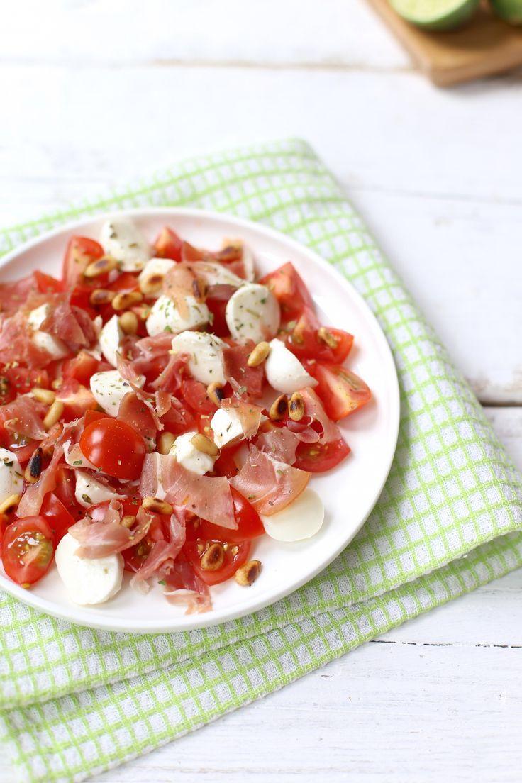 Salade met tomaat, mozzarella en ham