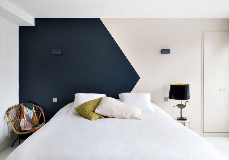 Pittura sopra il letto, dark blue wall