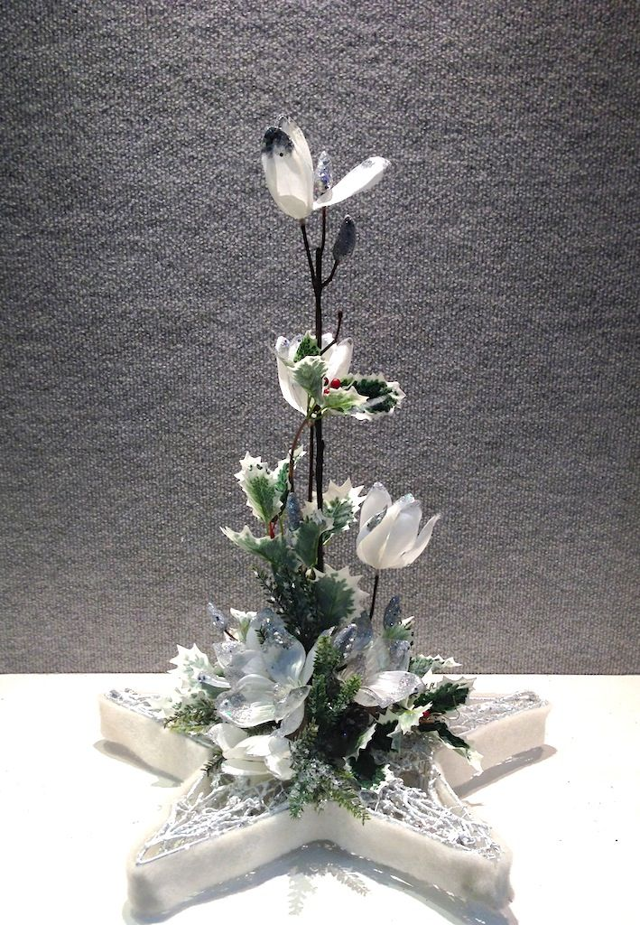 Christmas Star Arrangement  www.designelementflowers.com