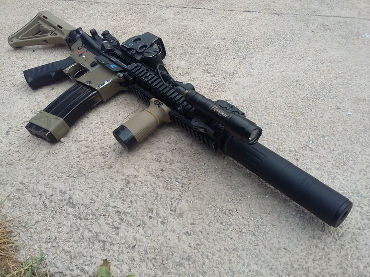 7.- Changes, a flashlight and a big aac m4-2000 mock supressor, its too long but its awesome!