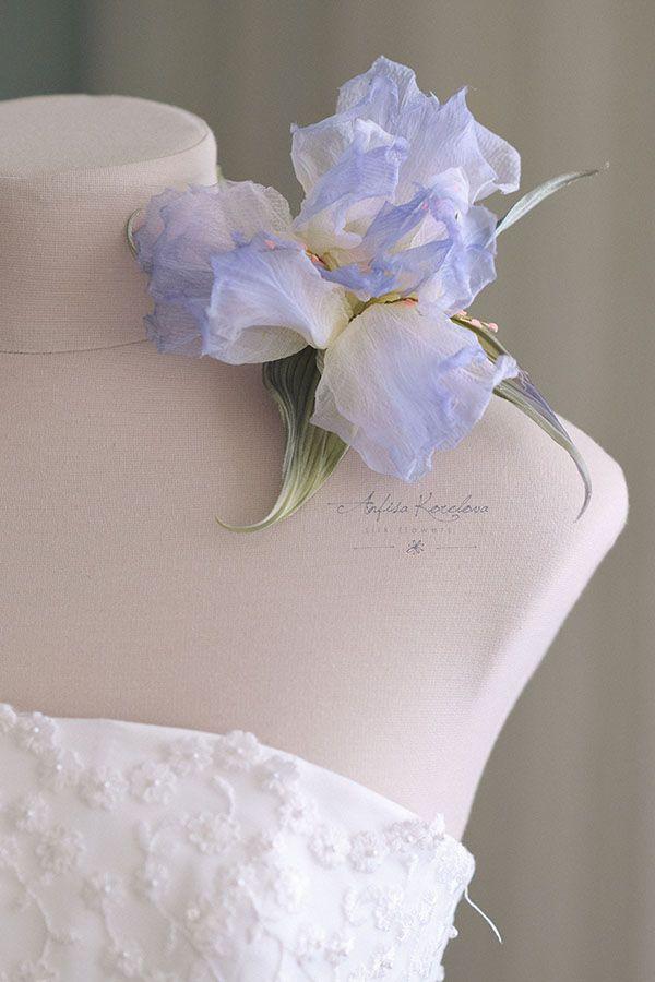 Брошь цветок ириса из натурального шелка