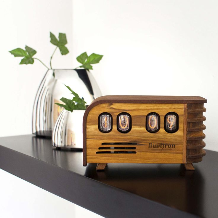 The Vintage Nixie Tube Clock - Watt #Nuvitron #gadget #nixie #homeinterior #desingwanted #chiselwork #walnut #homeinterior #interiordesigner #interior #vintagepulsarledwatch #handmadeclock #vintagetimepiece #IN12