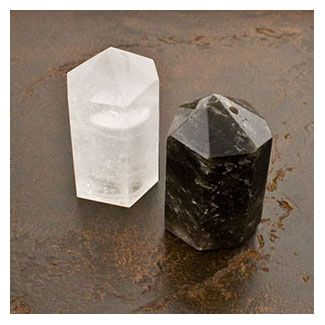 I MUST HAVE this Quartz Salt and Pepper Shaker set.