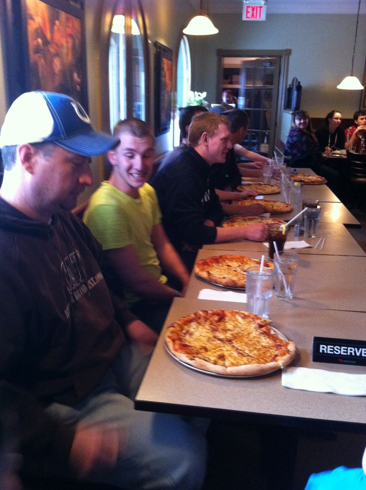 Todd Flemming @ Vitos Pizzeria - WON 1st Place. Thanks for the free pizza for a year babe :) 2012