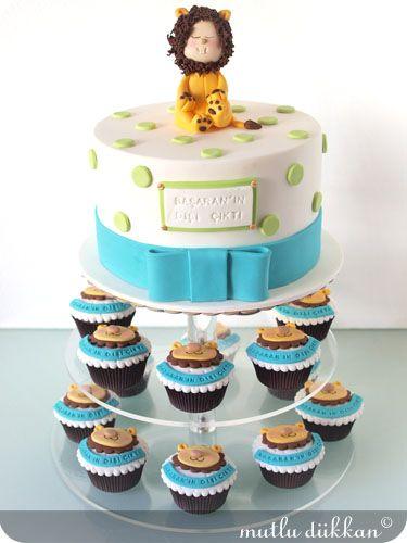 Lion Cake & Cupcakes