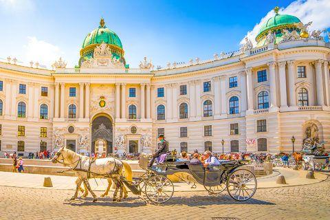 Hotel HB1 Design & Budget #Wien #Special #Reisen #Städtetrip #Sonne #Kutsche #Architektur #Schloss
