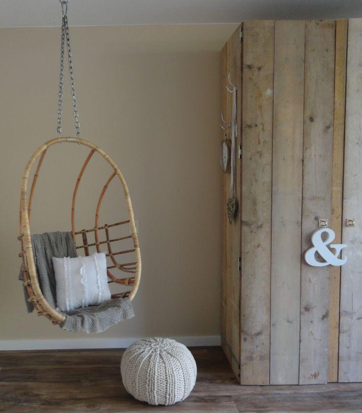 Stoere zelfgemaakte kast van steigerhout met als decoratiehanger leesteken van 101woonideeen #leenbakker