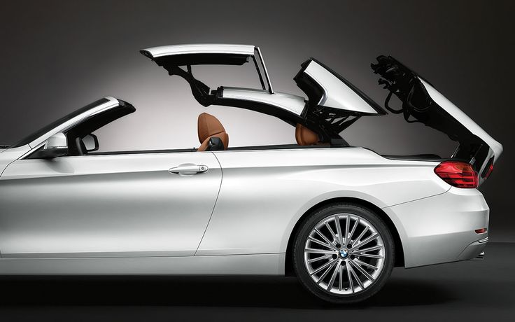 Retractable hardtop of the BMW 428i Convertible in Mineral White metallic