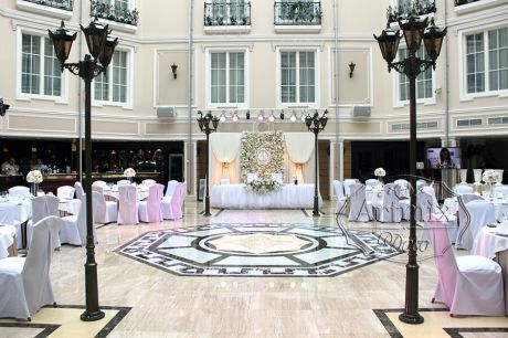 Оформление зала на свадьбу в Гранд Отеле Эмеральд в Санкт-Петербурге