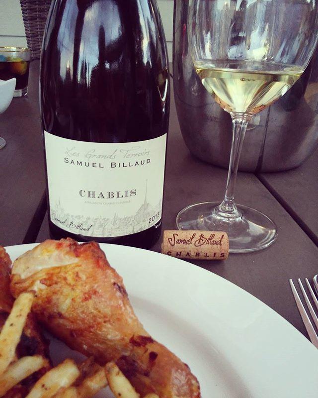 Pourquoi pas le déguster bon #dimanche #chardonnay #vin #chablis pilon de poulet #degustation #sommelier #tchin