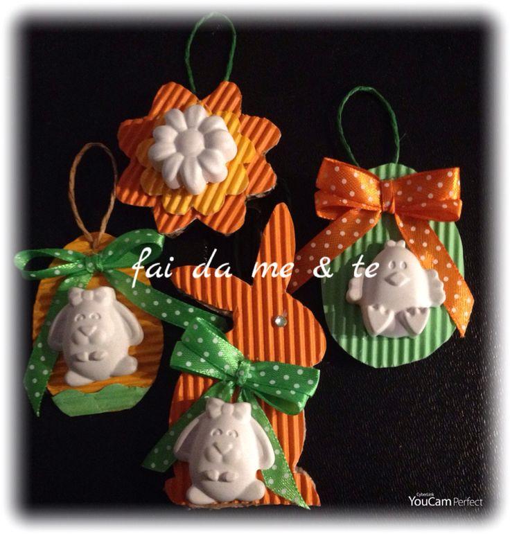 Polvere di ceramica profumata per le decorazioni di Pasqua. Gessetti & cartoncino ondulato