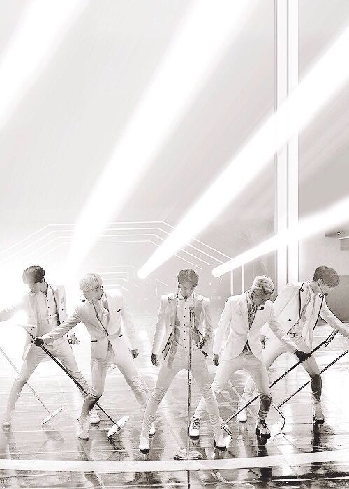 SHINee in white - your favs could NEVER look that perf dressed in white satin suits (GDA)
