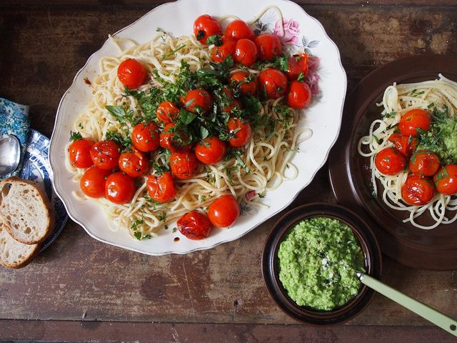 :: Spaghetti with Roasted Tomatoes and Pea & Goats Cheese Pesto