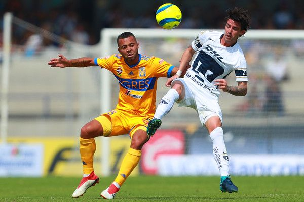 Rafael De Souza of Tigres struggles for the ball with Mauro Formica of Pumas during the 5th round match between Pumas UNAM and Tigres UANL as part of the Torneo Clausura 2018 Liga MX at Olimpico Universitario Stadium on February 4, 2018 in Mexico City, Mexico.