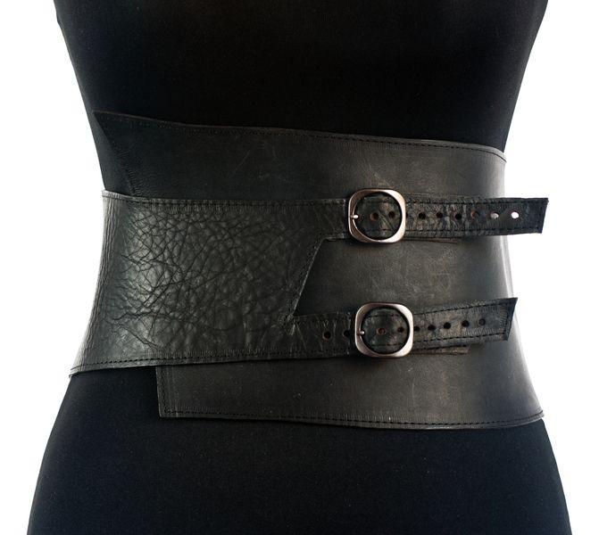 Material:     - vegetabil gegerbtes Leder  - Schnallen    Individuelle Fertigung in allen Größen. In folgenden Farben erhältlich:    schwarz, kasta...